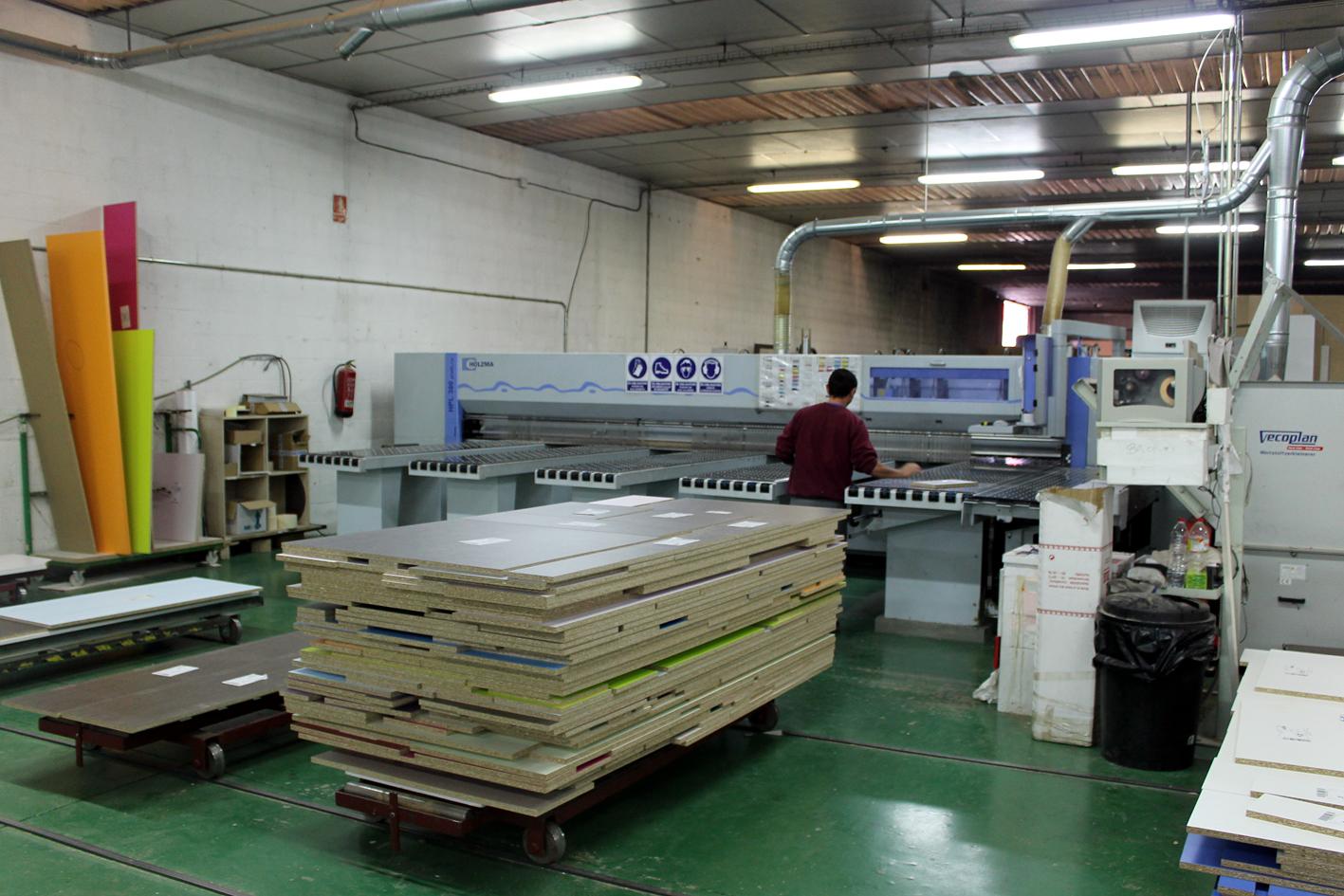 """MUEBLES ROS alcanza la fabricación """"lote uno"""""""