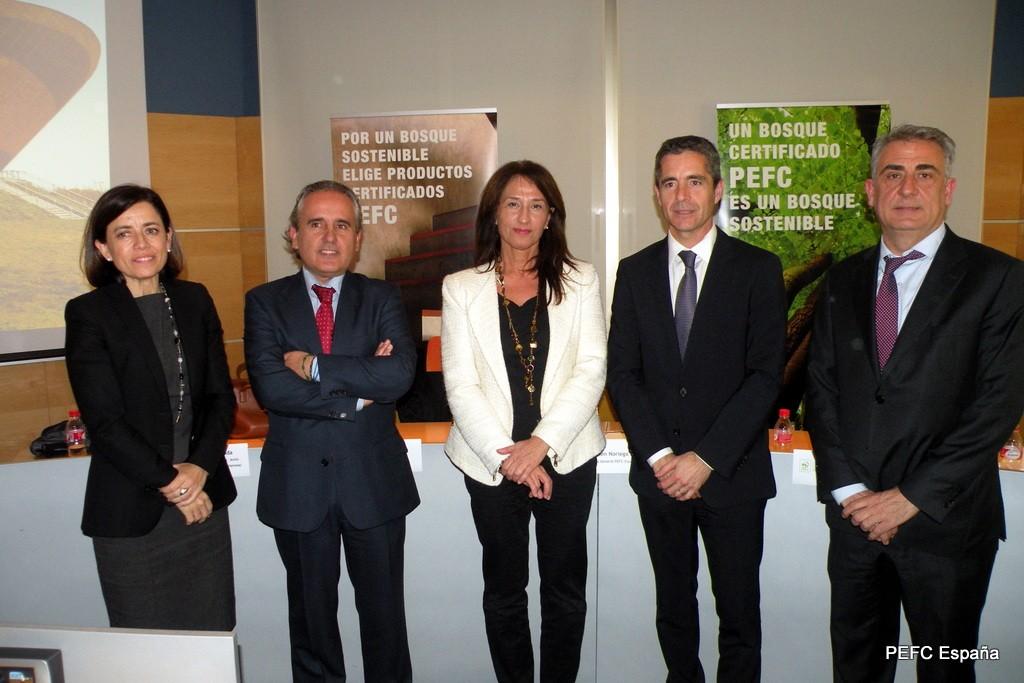 De izda a dcha Marta Conde (Maderia), Ramón Prous ( Altave & Eco-Store Sustainable), Ana Belén Noriega (PEFC España), Mauricio Inglada (L´Antic Colonial) y Ramón Gabarró (Gabarró Hermanos)