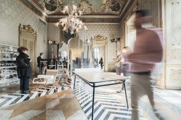 Valresa presenta con gran éxito en Milán su nueva tecnología de impresión digital sobre madera