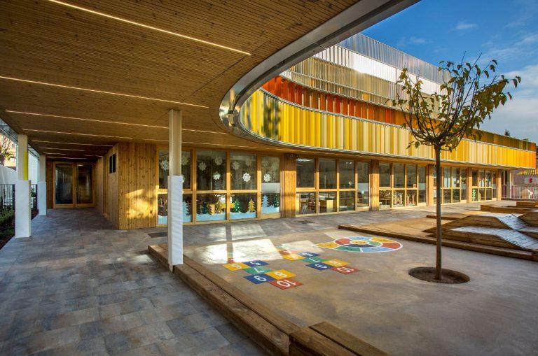 LUNAWOOD® de Gabarró viste el nuevo edificio sostenible del Lycée Français de Barcelona