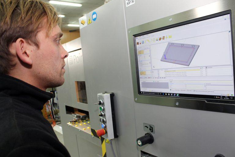 Todas las novedades de VITAP, en FIMMA Valencia:  Chapeadoras, espigadoras, clavijadoras y centros de mecanizado a CNC.